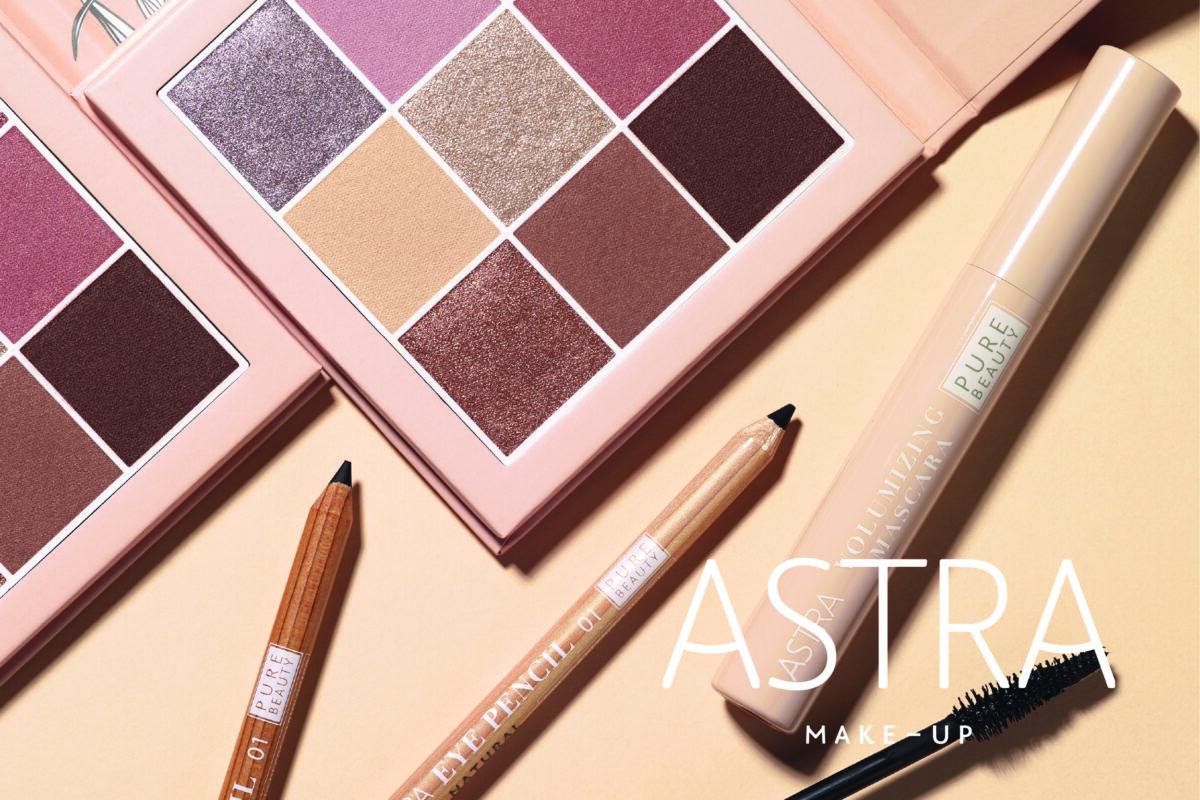 Kosmetik Produkte von Astra, mit Lidschatten Palette, Eye Pencil und Mascara, auf hellem Hintergrund