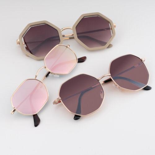 Drei Sonnenbrillen von Trisa Accessoires auf weissem Hintergrund, in modischer