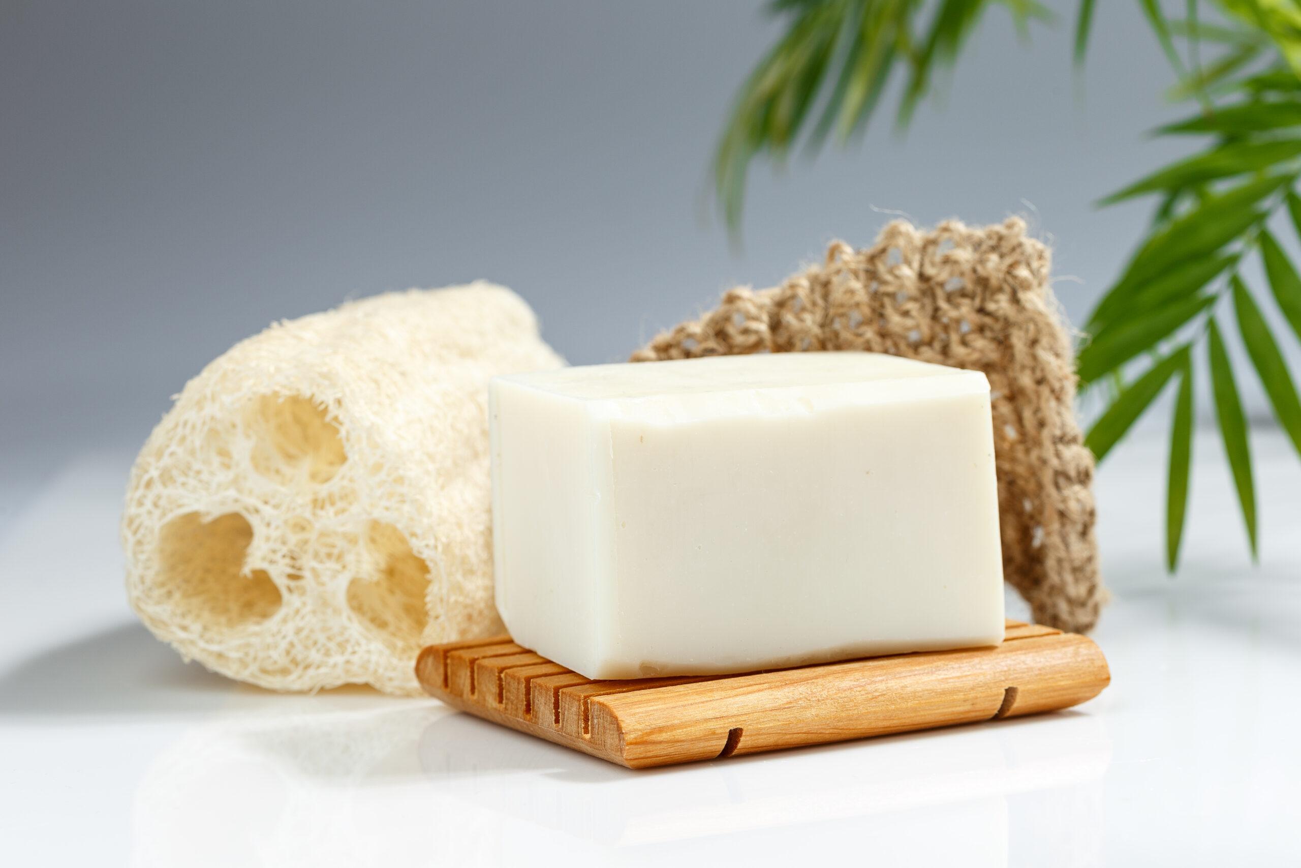 Set aus Wellness Artikeln von Trisa Accessoires aus natürlichen Materialien wie Bambus, Luffa, Hanf.
