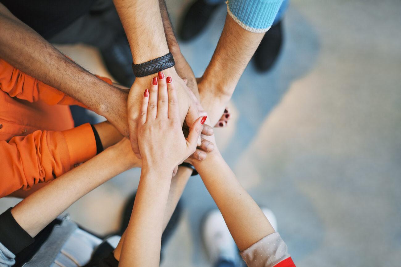 Hände zeigen Einigkeit, stehen für soziale Verantwortung bei Trisa Accessoires